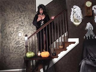 Halloween Mistress Elvira Will Treat You